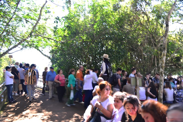 crowd in Iguazu Falls