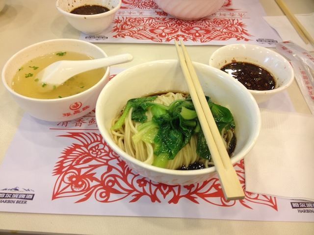 Shanghai meatless noodles with vegetables