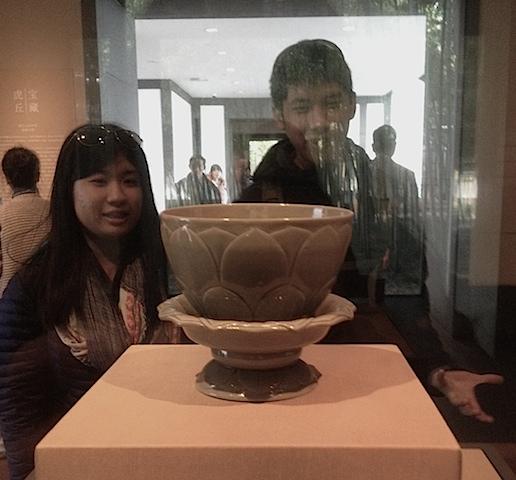 Olive green lotus-shaped bowl