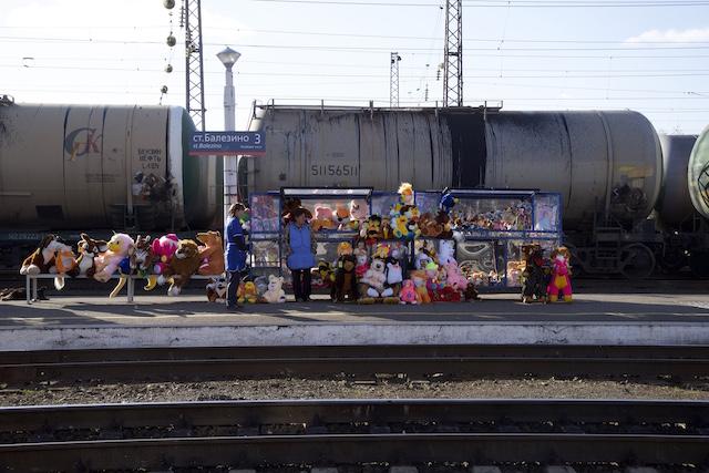 Vendors at the train platform