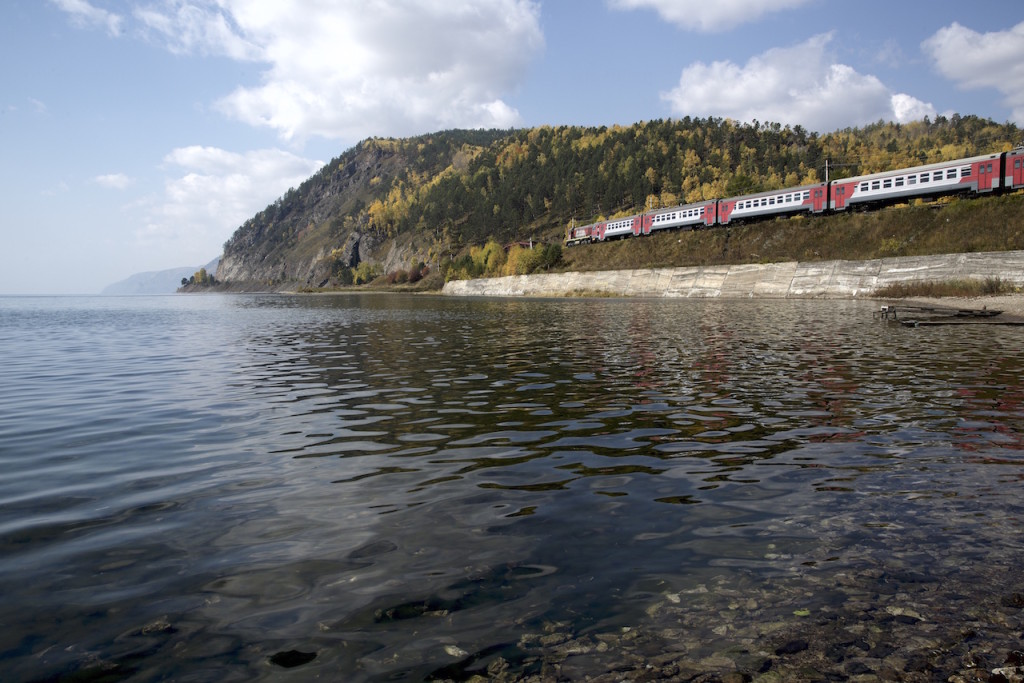 DSC_TrainViewFromLake