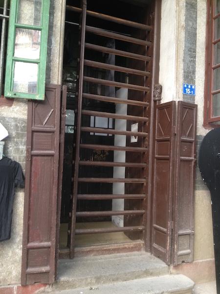 Tanglong gate in one of the Xiguan houses in Guangzhou
