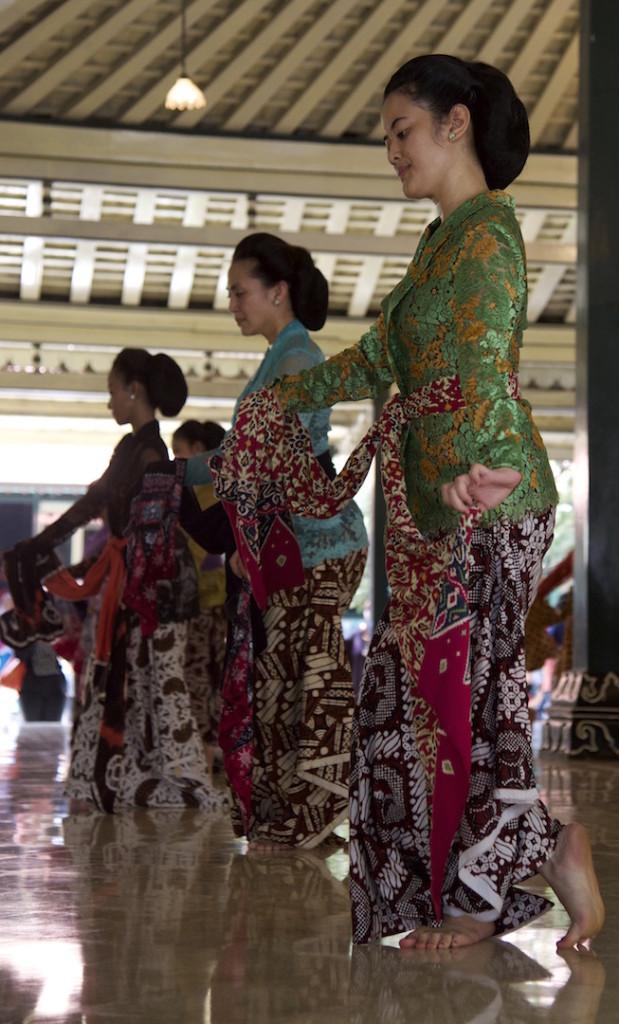 Dancers in Kraton